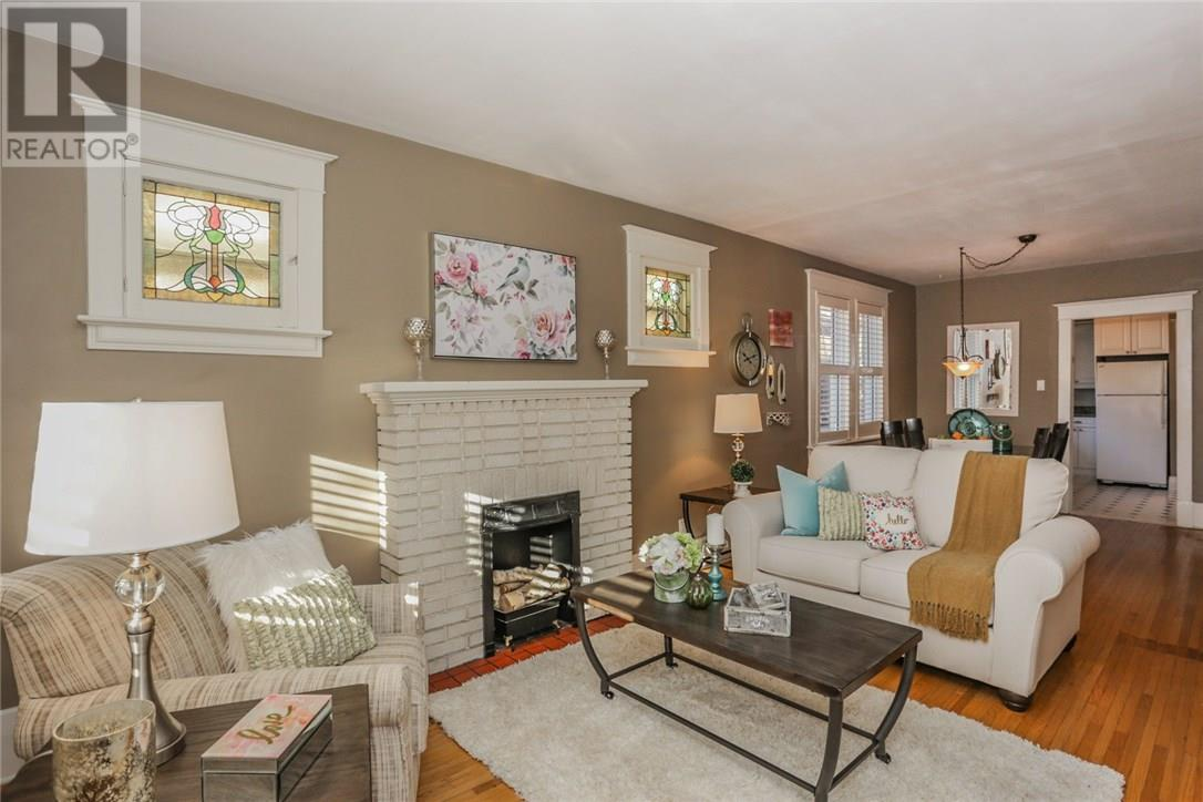 74 Langarth St E, Open House – Sat, Dec 9 & Sun, Dec 10 1-3pm